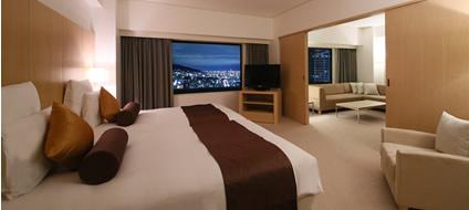 三ノ宮へ5分、大阪へ40分のアクセス、異人館へ徒歩5分、観光にも便利なロケーション。