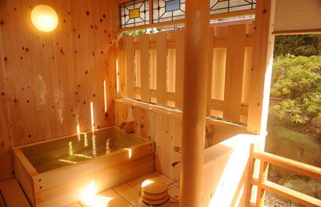 上山田ホテル自慢のクラシカルな露天風呂