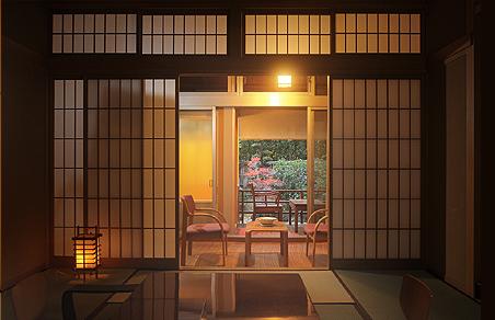 主室(10畳〜12畳)と広縁付き