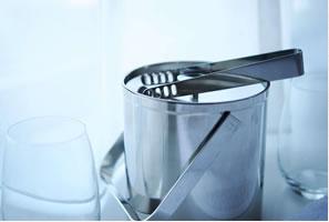 アイスペール、グラス(製氷機は各フロアにございます)