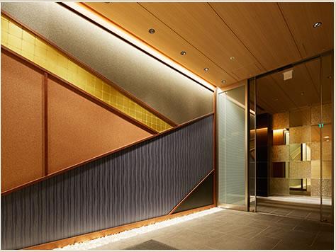 歌川広重「京都竹がし」をイメージした外観とエントランス。