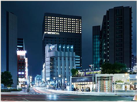 名古屋駅から地下直通、徒歩約5分。