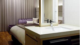 素足でリラックス出来る「全室フローリング床」。さらに浴室と洗面台とトイレを分けた3点分離の水回りスペース