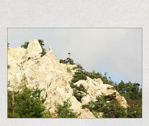 奇岩の白山