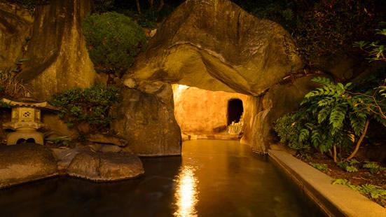 主人自ら掘り出した坐忘名物洞窟風呂